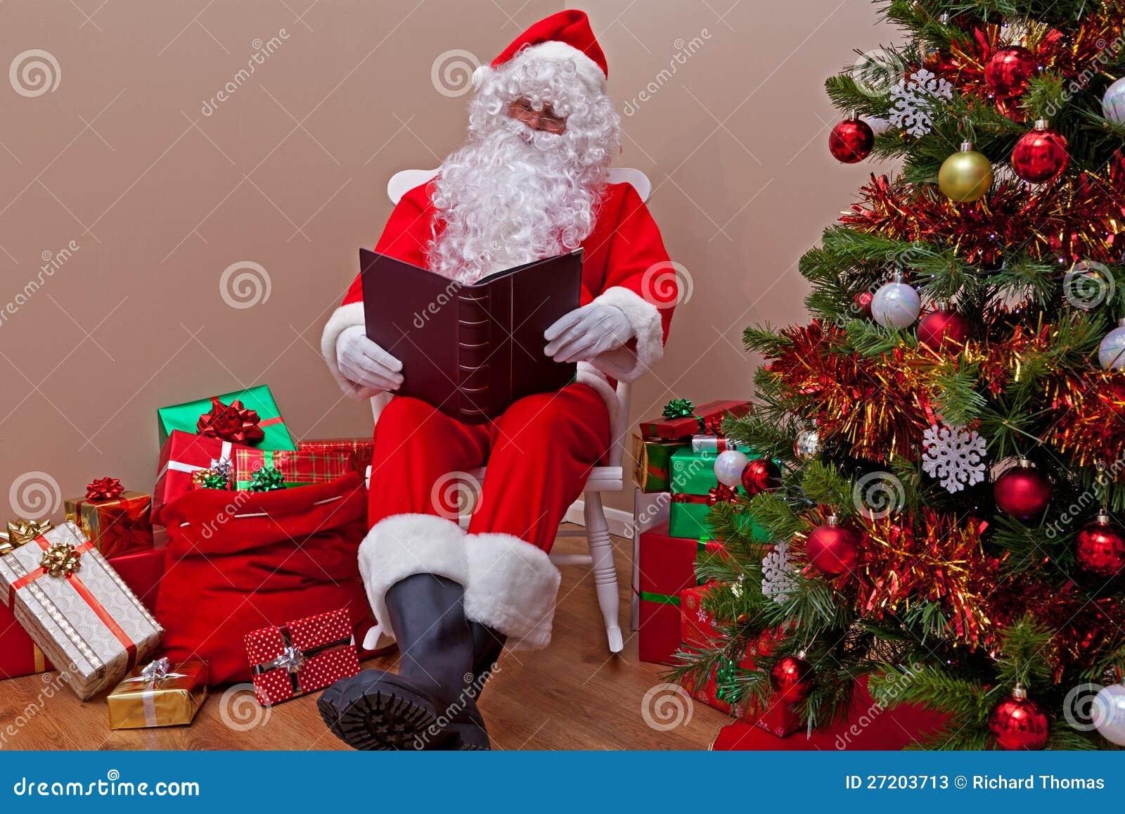 Il Babbo Natale che legge la lista