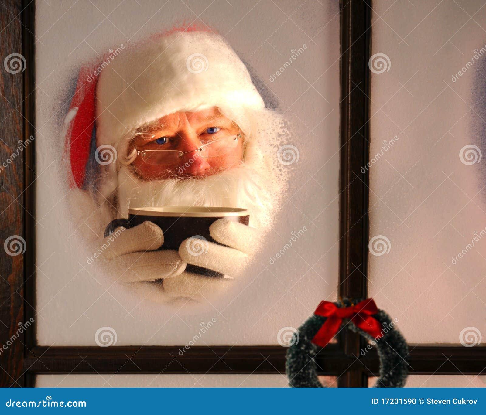 Il Babbo Natale in finestra con la tazza