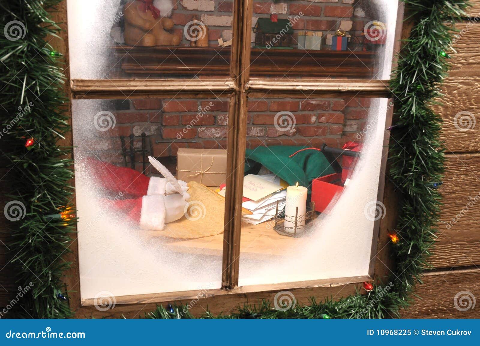 Il Babbo Natale in workshop con la penna di spoletta