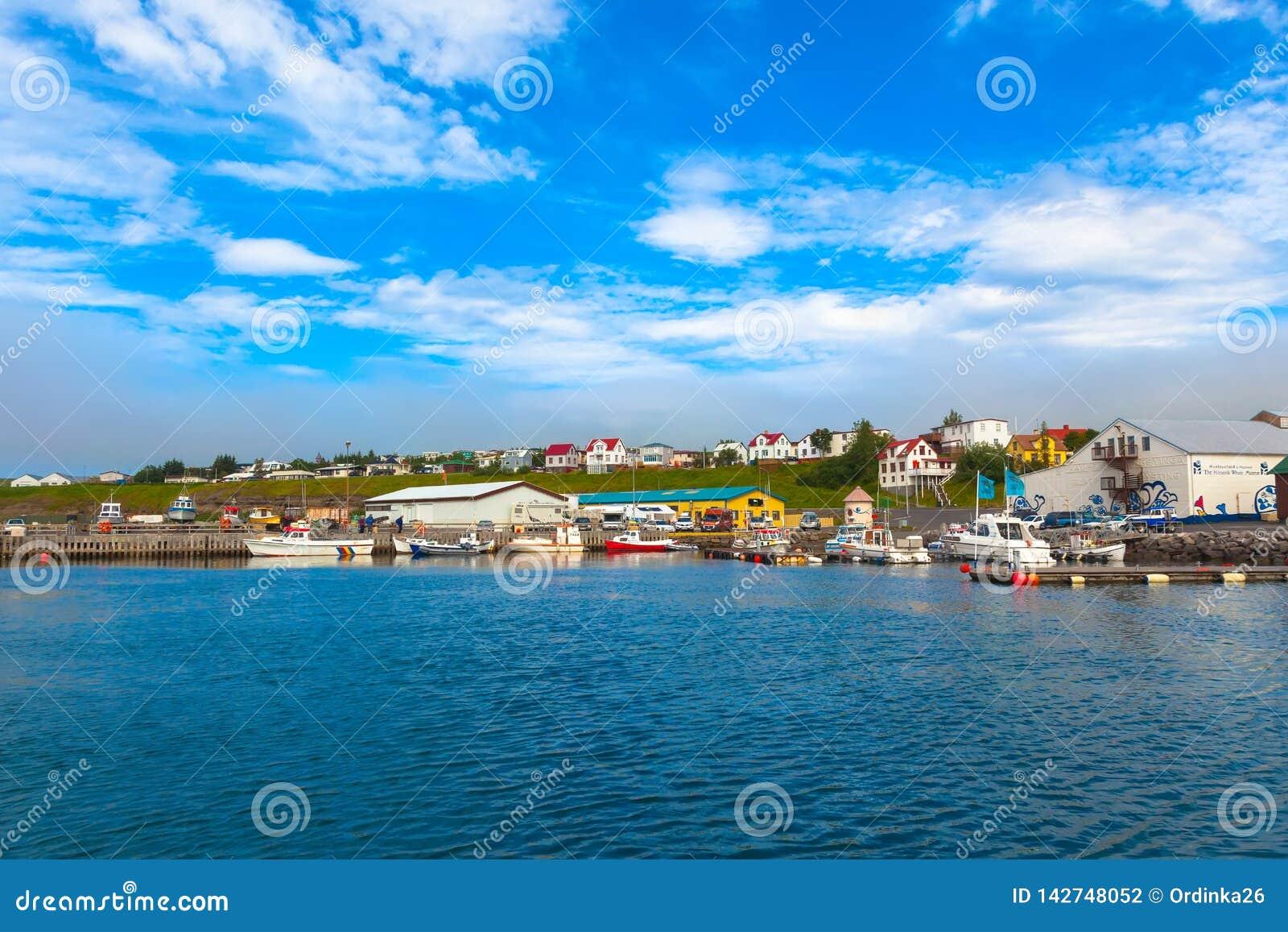 Il bacino della nave in città Husavik in Islanda