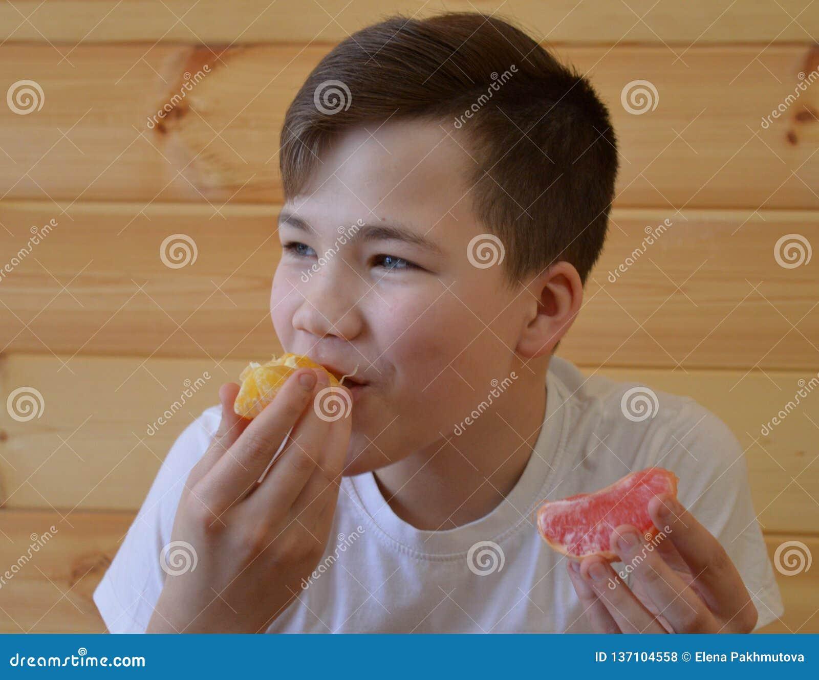 Il bambino, mangiante, alimento, giovane, sano, frutta, ragazzo, mangia, donna, prima colazione, bambino, felice, cucina, famigli