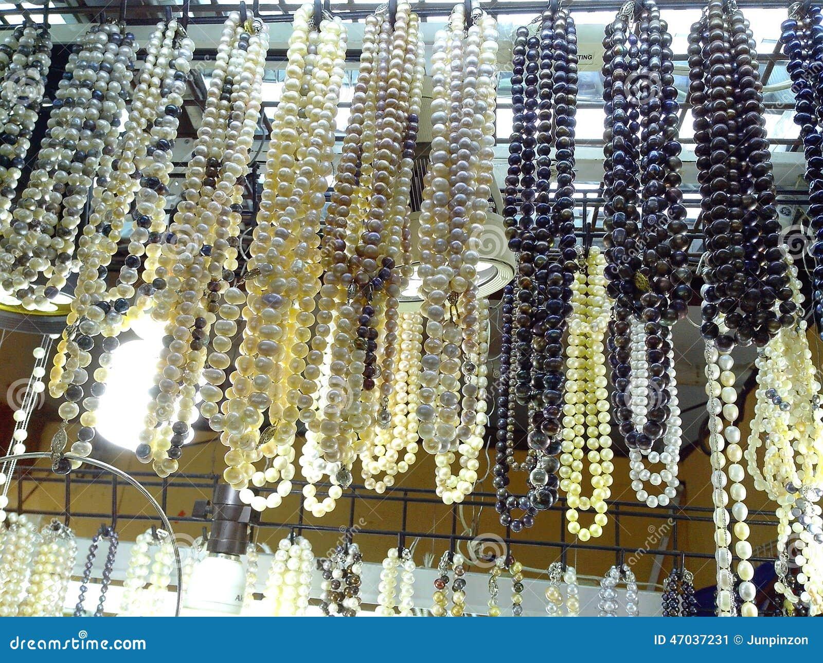 Il bazar compera nel centro commerciale dei greenhills a San Juan, le Filippine