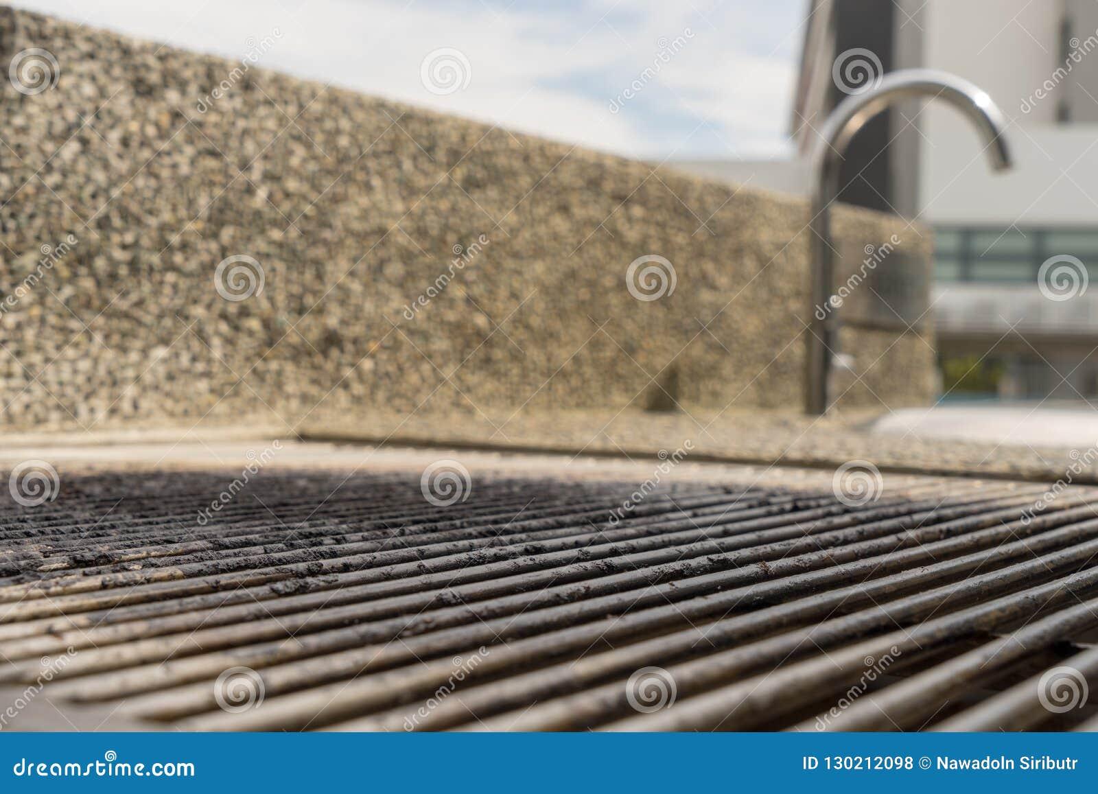 Il BBQ scava sulla griglia d acciaio vuota del barbecue