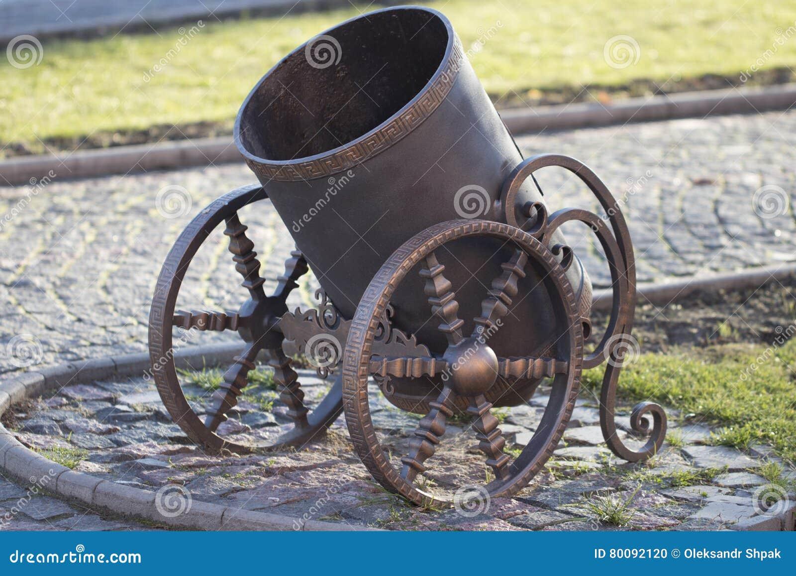 Il bidone della spazzatura moderno fotografia stock immagine di