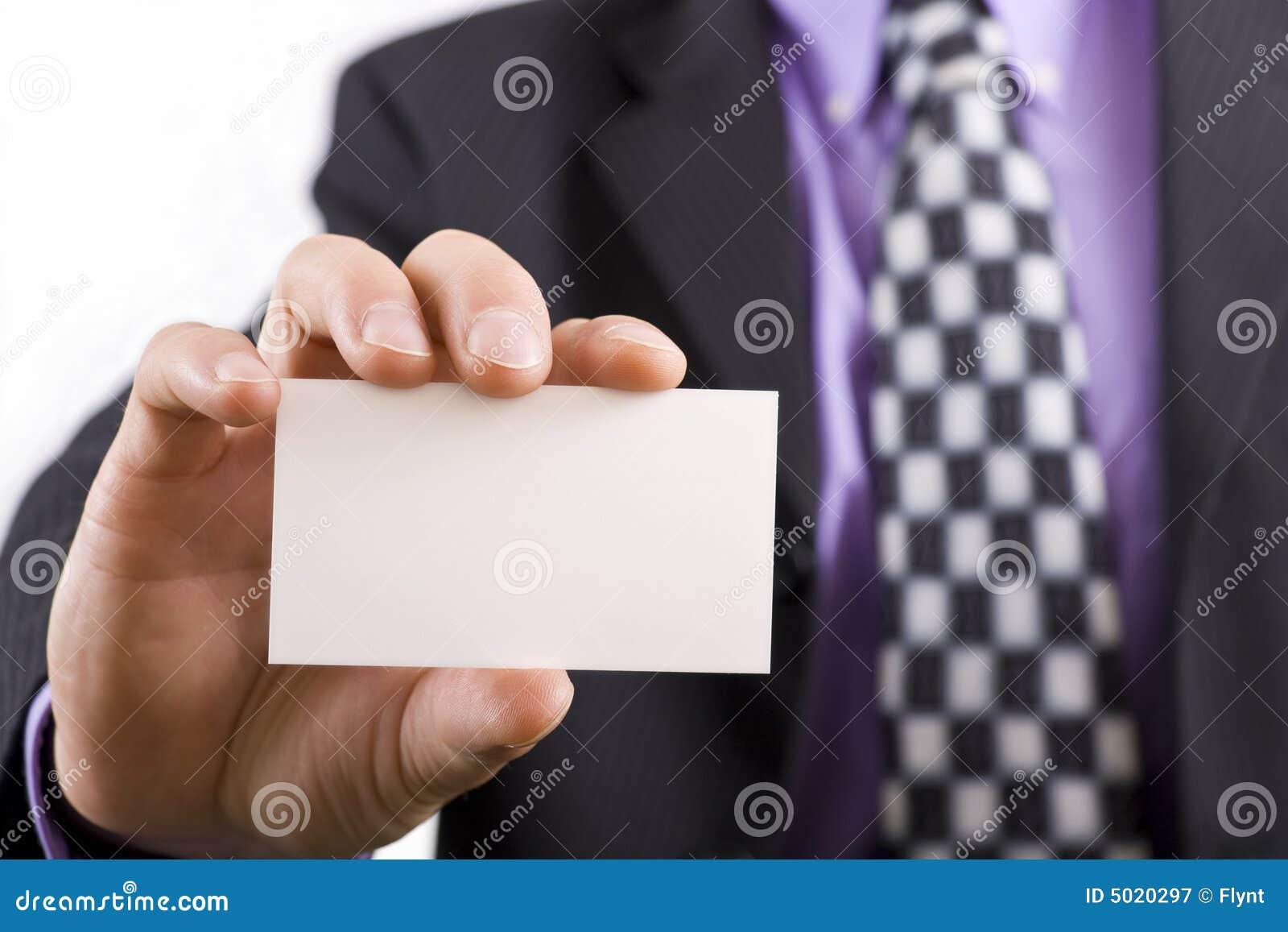 Il biglietto da visita in bianco in a equipaggia la mano