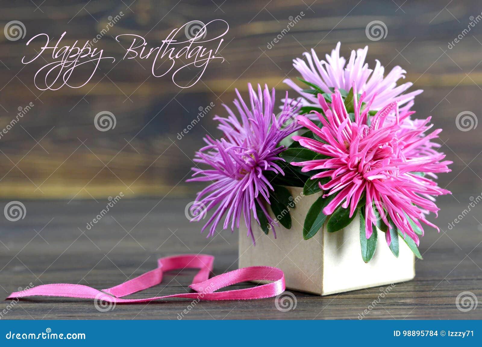 Il Biglietto Di Auguri Per Il Compleanno Felice Con I Fiori