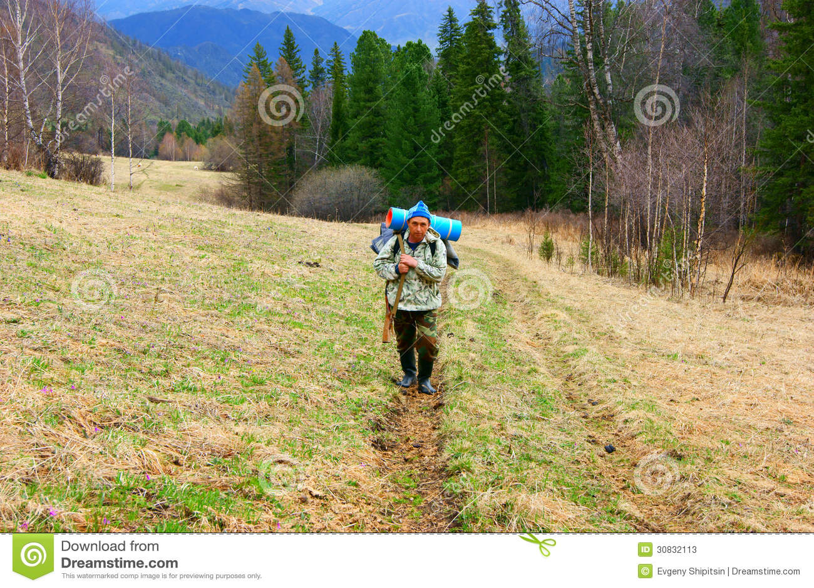 Il cacciatore aumenta in montagne