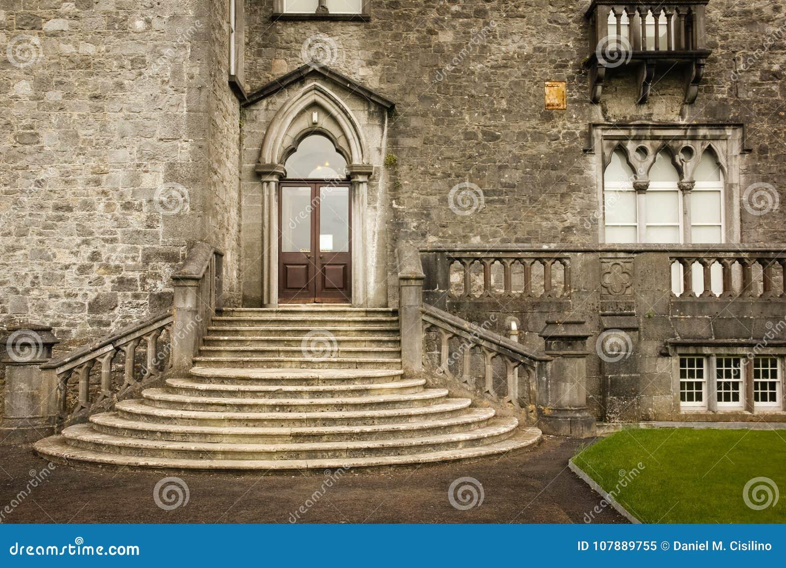 Il castello Destra dell entrata Kilkenny l irlanda