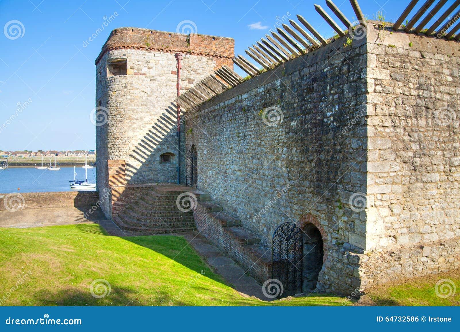 Il castello di Upnor è una fortificazione elisabettiana dell artiglieria situata sulla sponda ovest del fiume Medway in Risonanza