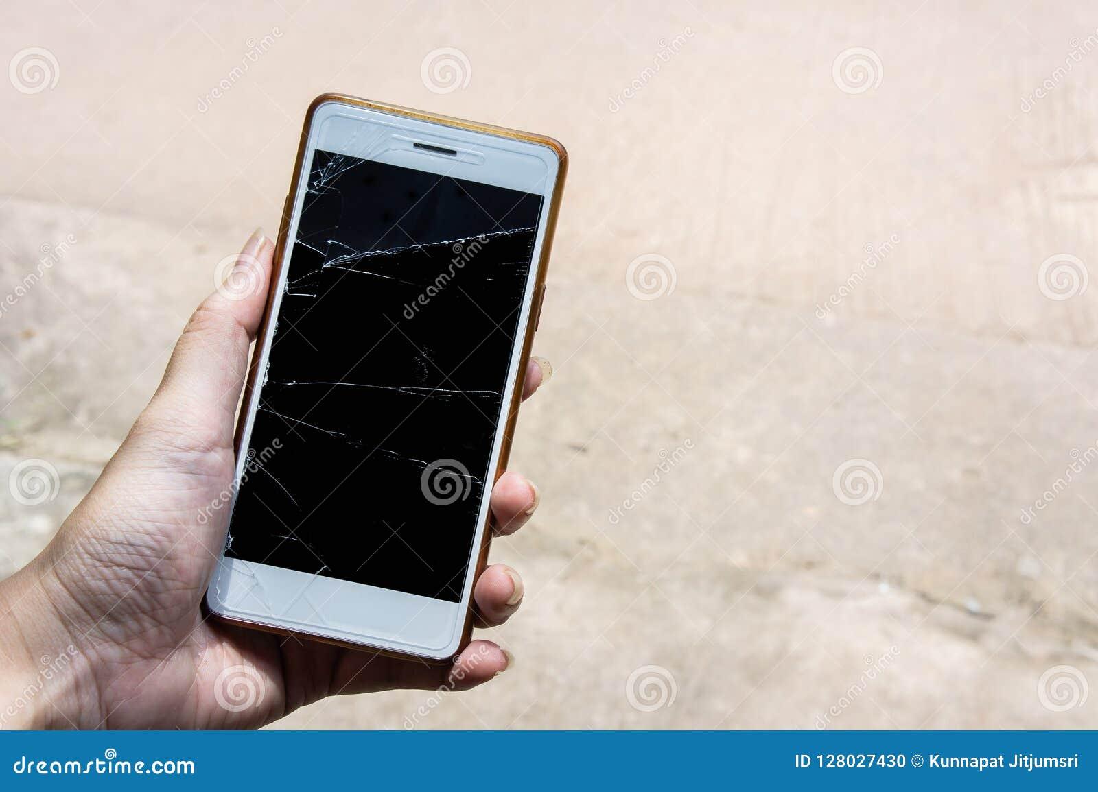 Il cellulare rotto dello schermo, moblle dello schermo è vetro incrinato