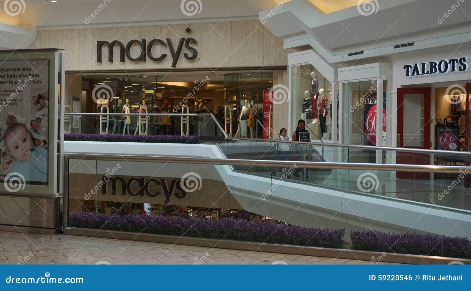 Il centro commerciale alle brevi colline nel New Jersey