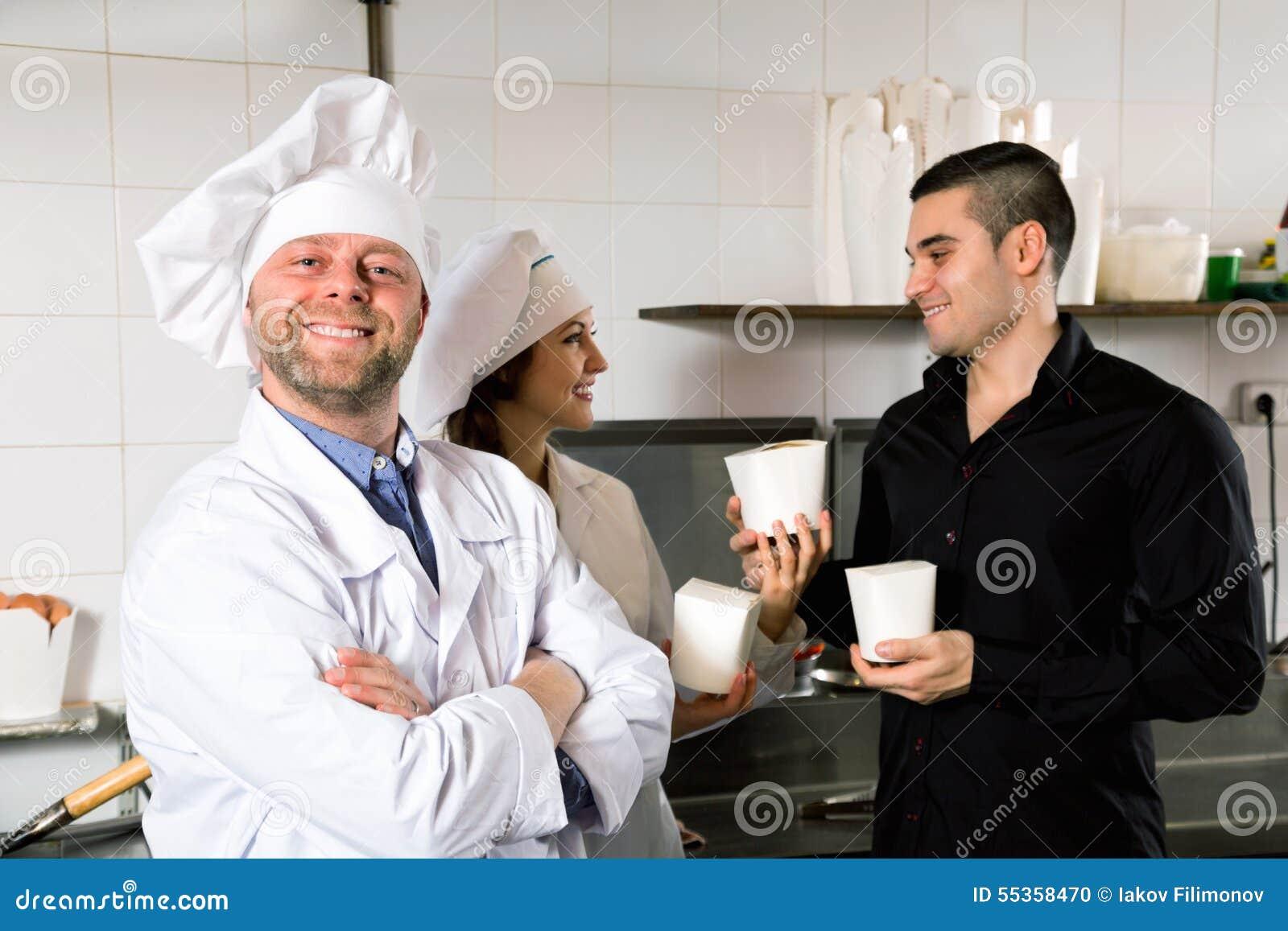 Il cliente compra il pasto rapido