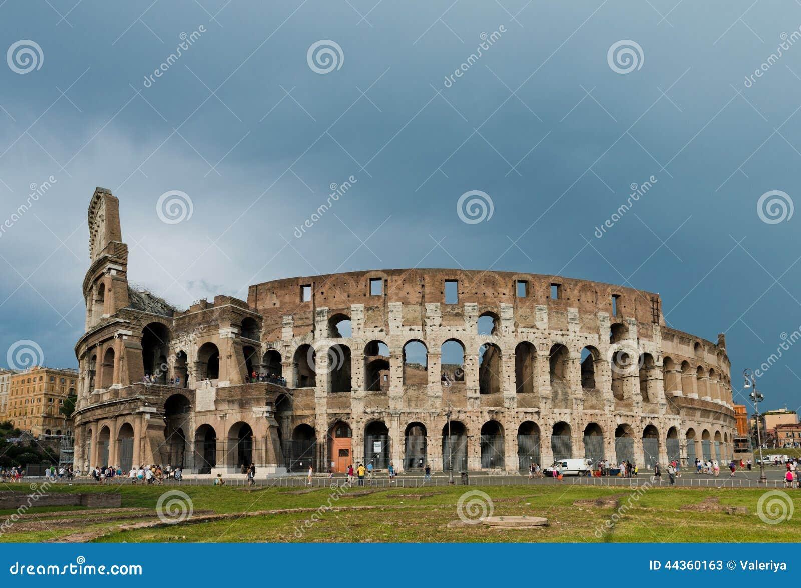 Il Colosseum a Roma, Italia Il Colosseum è un anfiteatro i