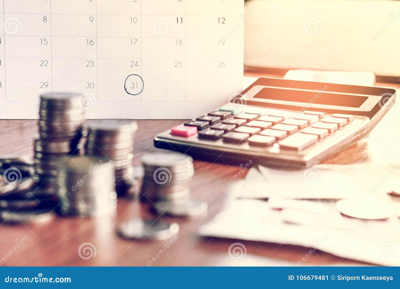 Il concetto della riscossione dei crediti e di stagione di imposta con il calendario di termine ricorda alla nota, le monete, le