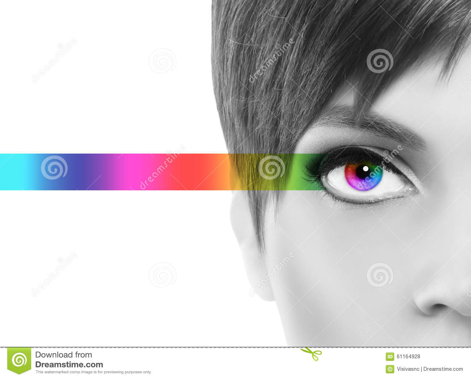 Il concetto di Oculistic, mezza donna del ritratto in bianco e nero, osserva il passo