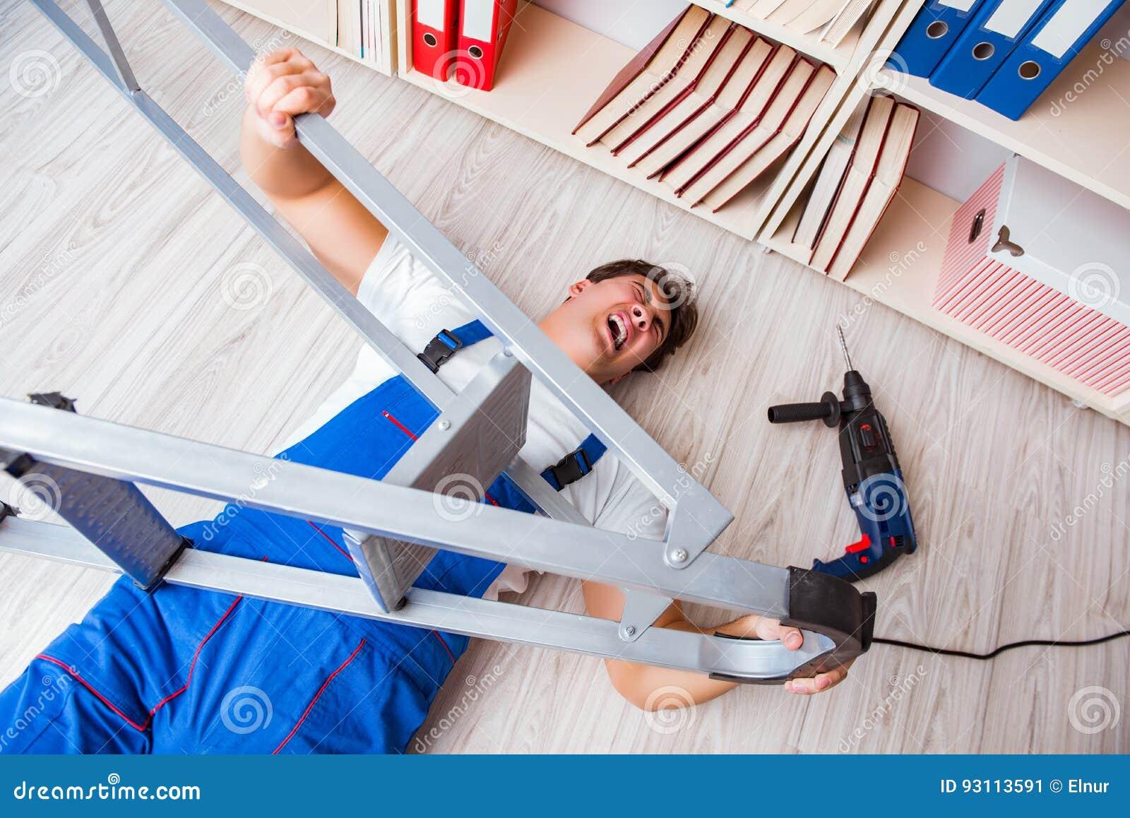 Il concetto pericoloso di comportamento con il lavoratore di caduta