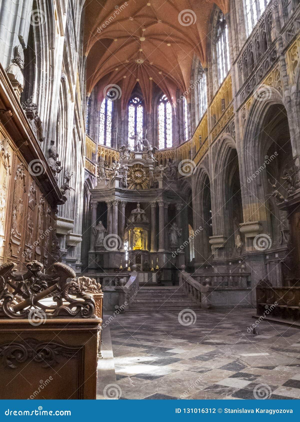 Il coro dello Sts Peter e Paul Basilica in San-Hubert, Belgio