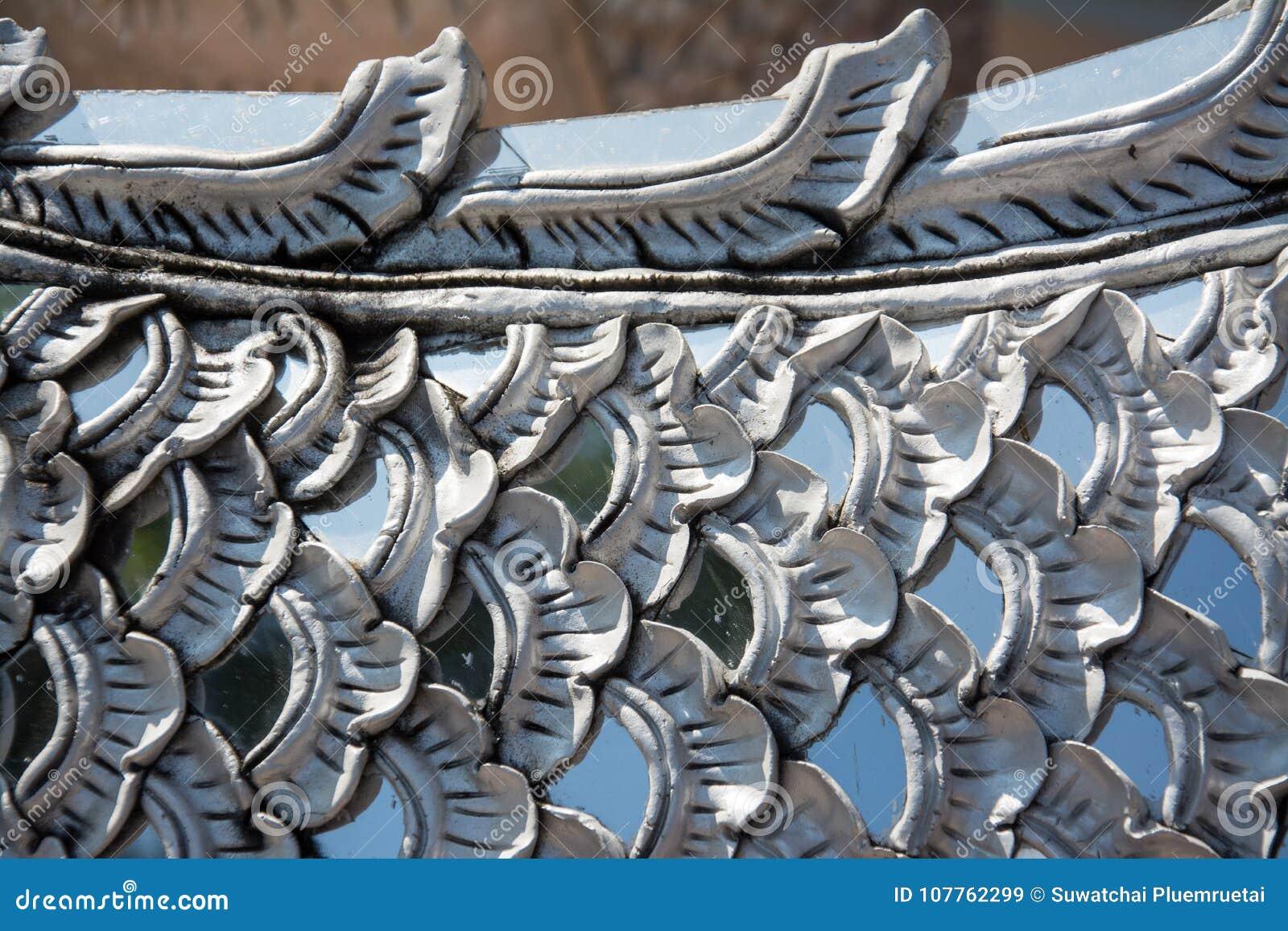 Il corpo del fondo di bianco del Naga Scultura della scala del Naga