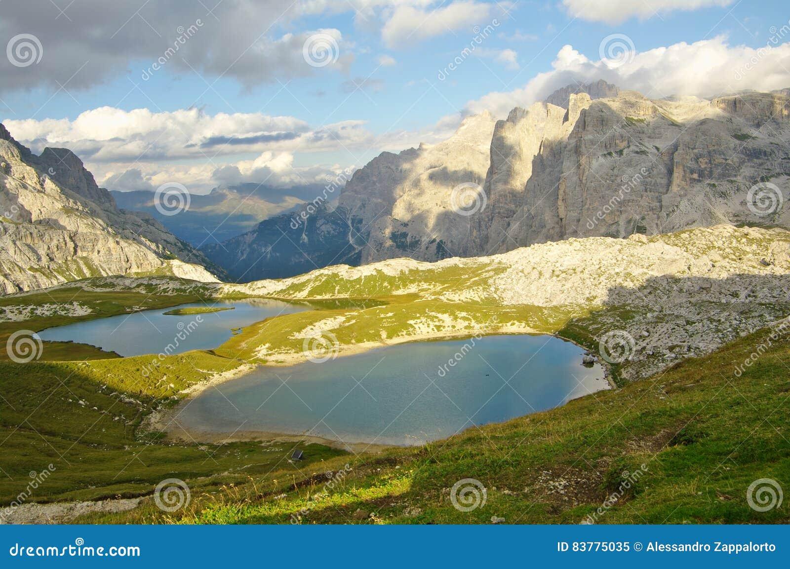 Il dei piani laghi di laghi della montagna si avvicina al for Camminare in piani di progettazione dispensa