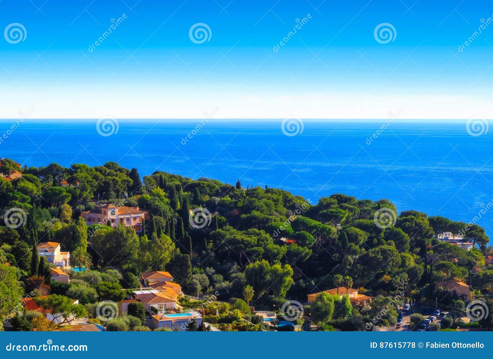 Il ` del cappuccio d indispone le ville nel Riviera francese e nel mar Mediterraneo