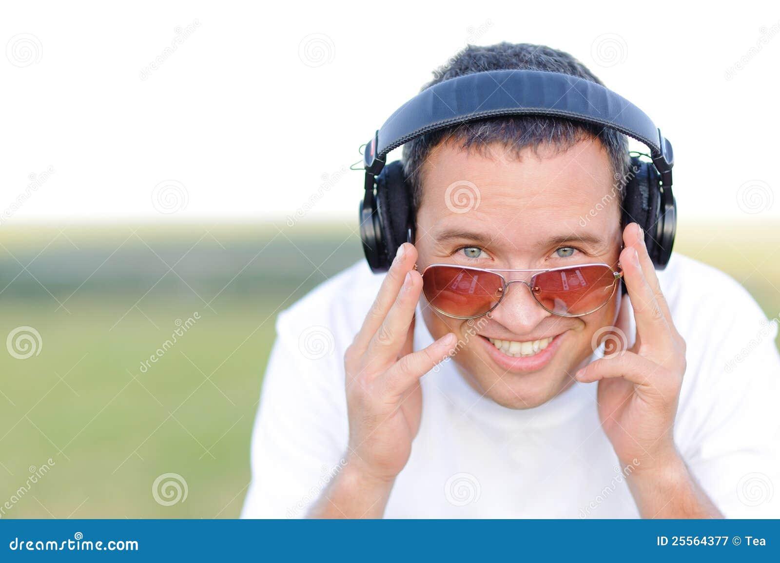 Il DJ sorridente