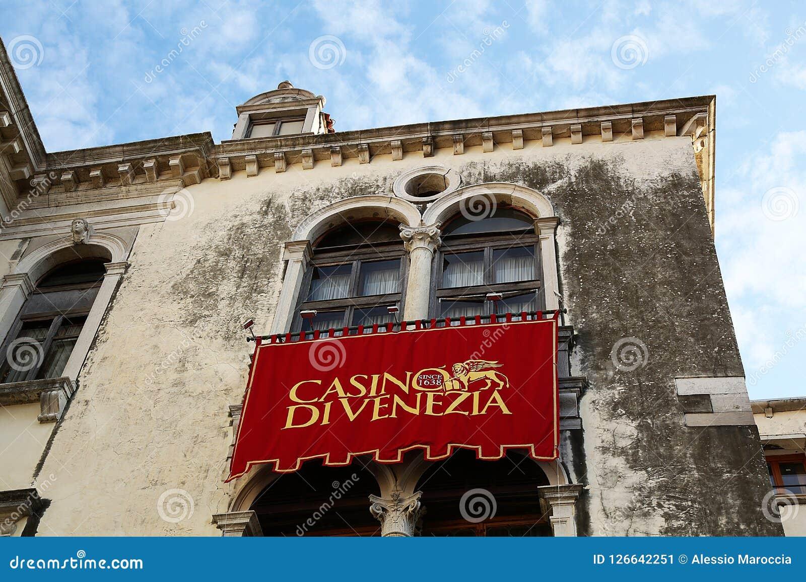 Il etrance del casinò di Venezia, dettaglio di rosso copre