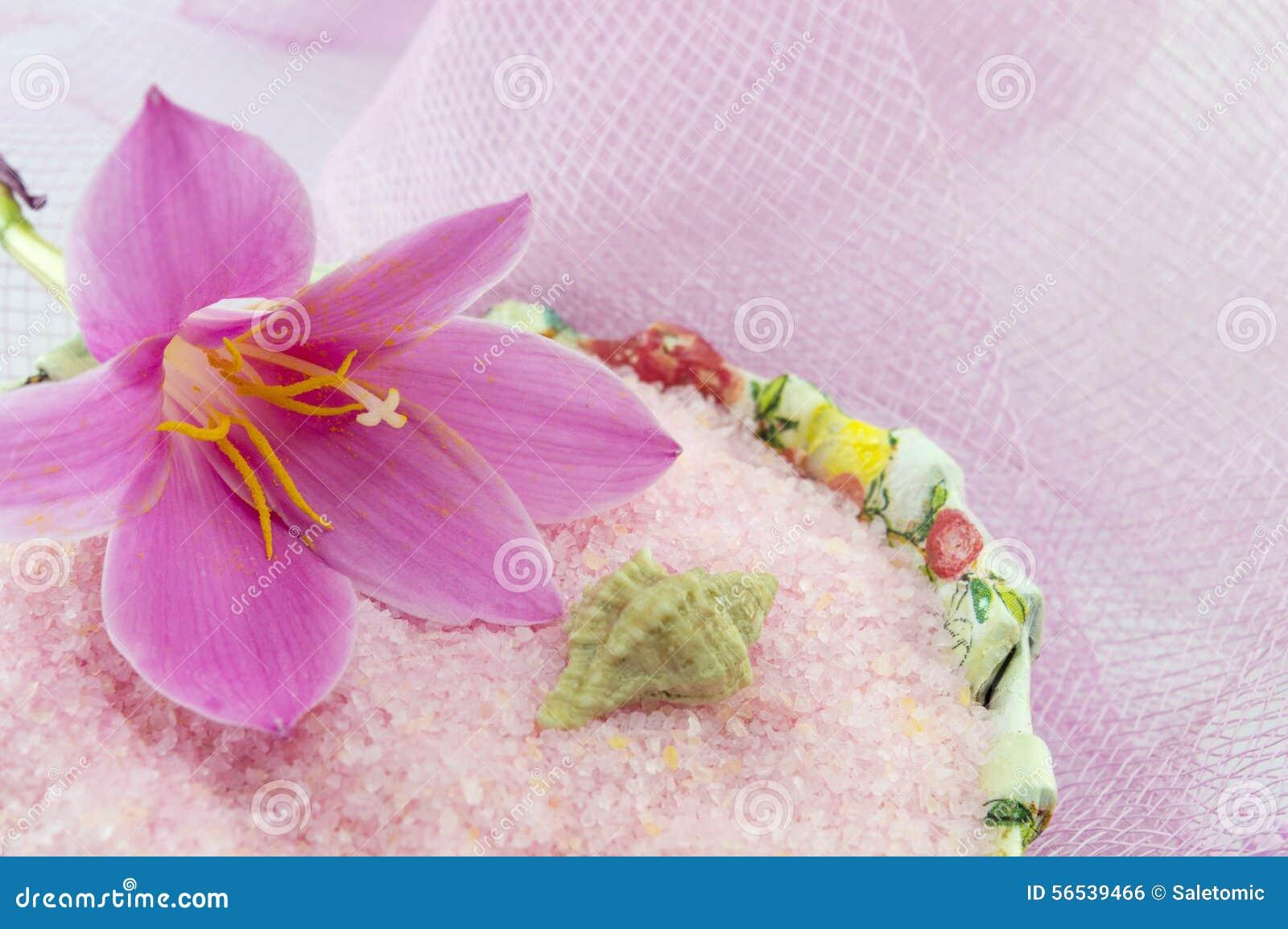 Il Fiore Rosa Del Giglio Con Sale Da Bagno Rosa In Decoupage Ha ...