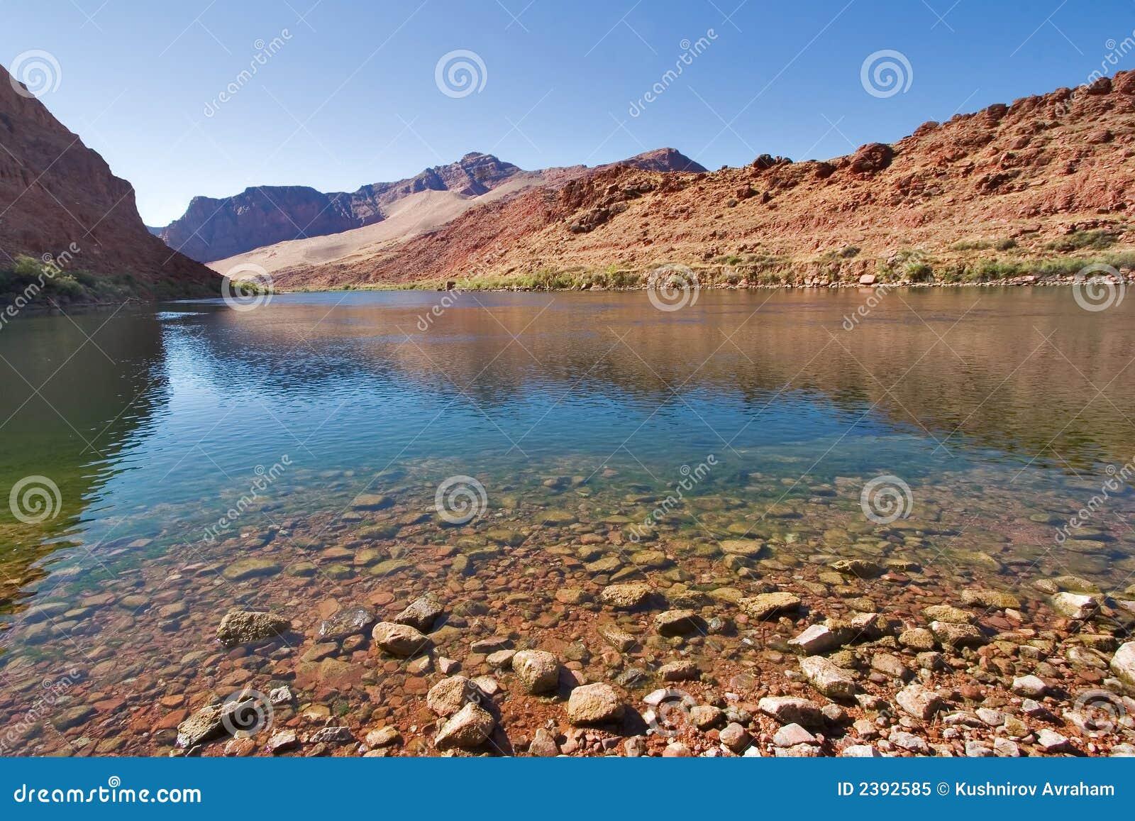 Il fiume in montagne