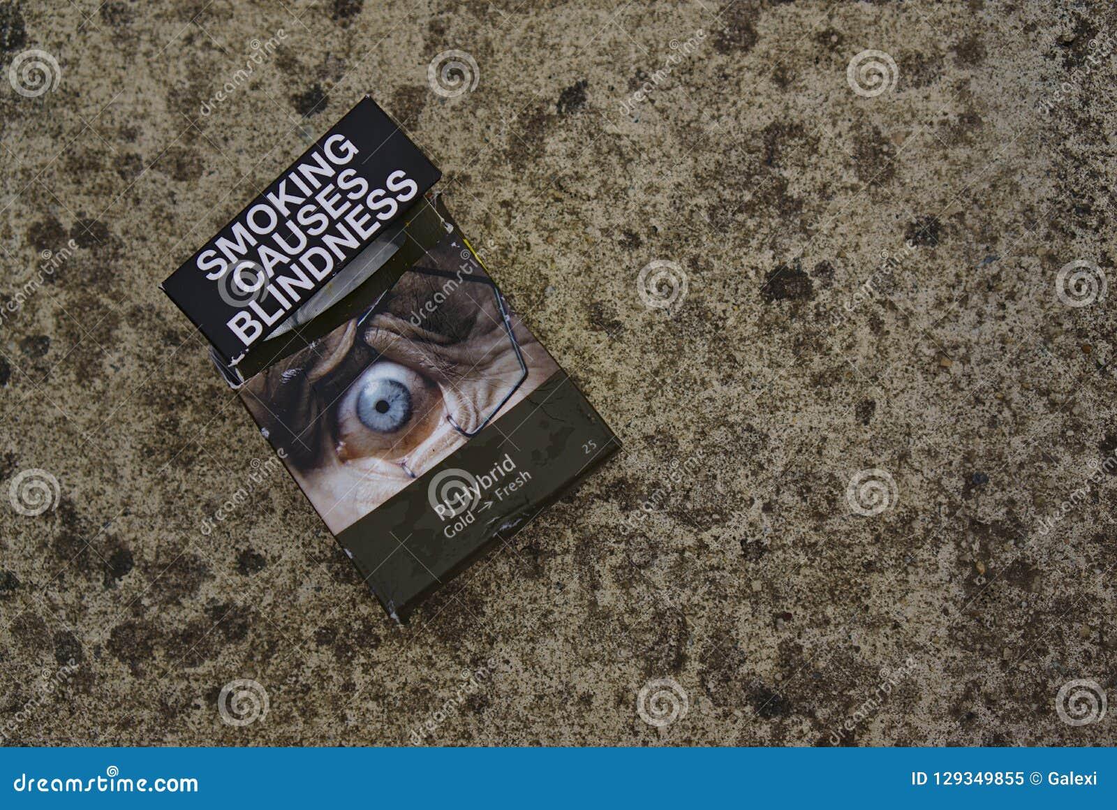 Il fumo australiano del pacchetto della sigaretta causa la cecità
