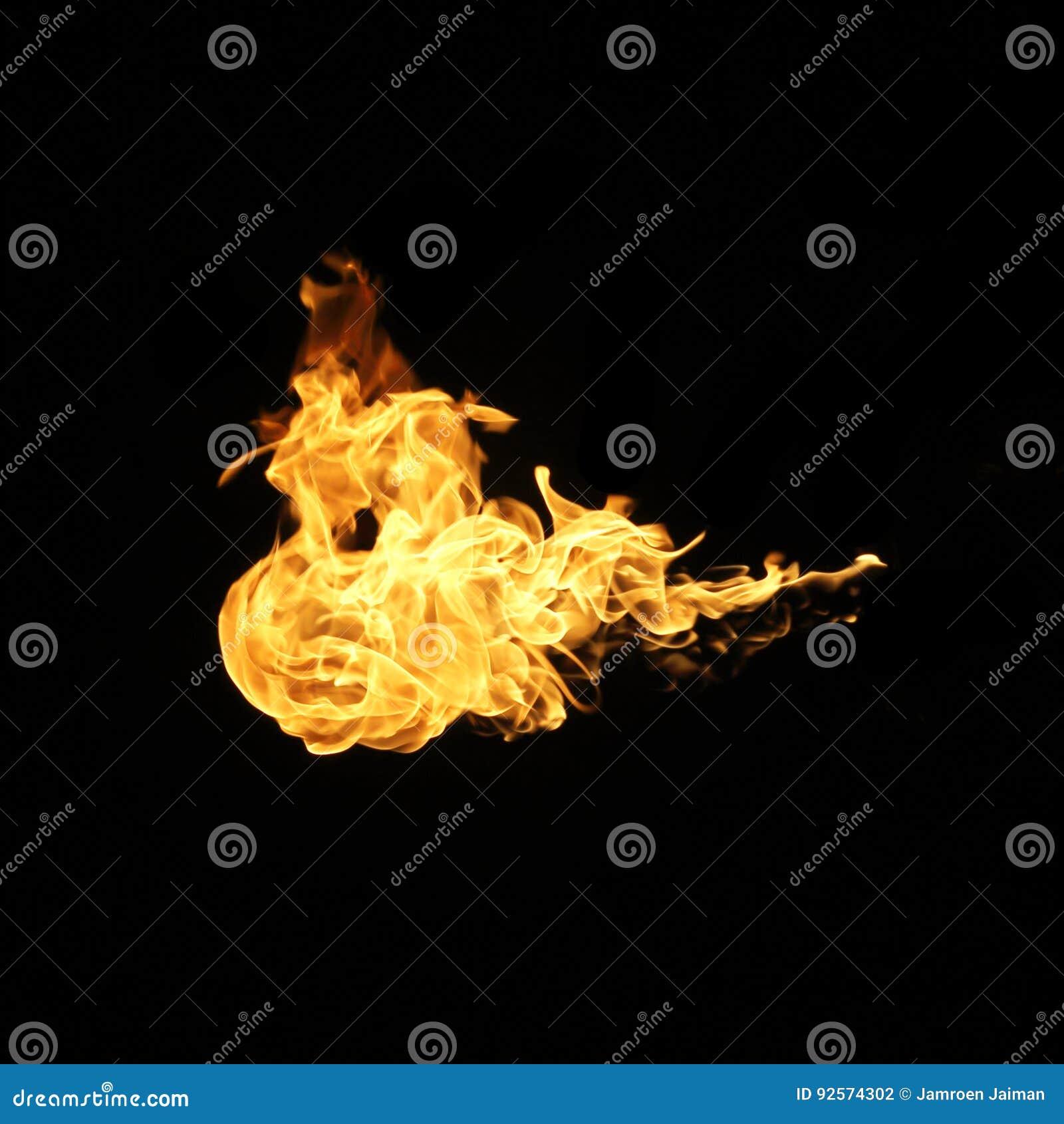 Il fuoco fiammeggia la raccolta isolata su fondo nero
