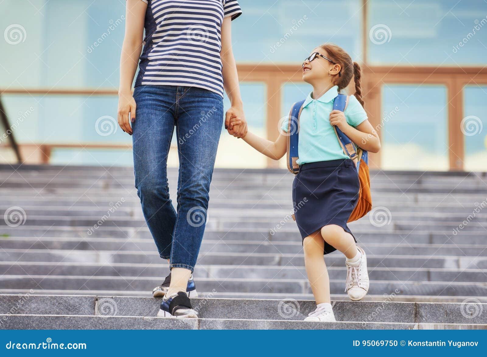 Il genitore e l allievo vanno a scuola