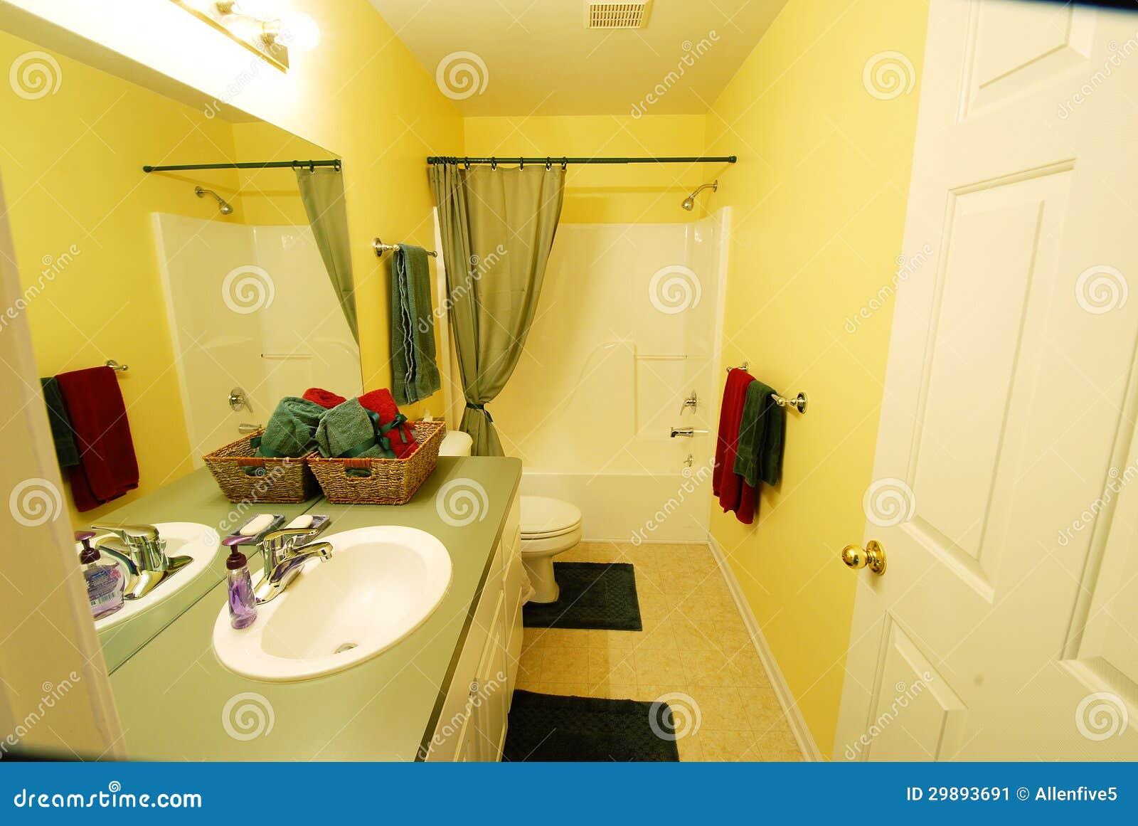 bagno giallo moderno immagine stock immagine di acquazzone 29893691. Black Bedroom Furniture Sets. Home Design Ideas