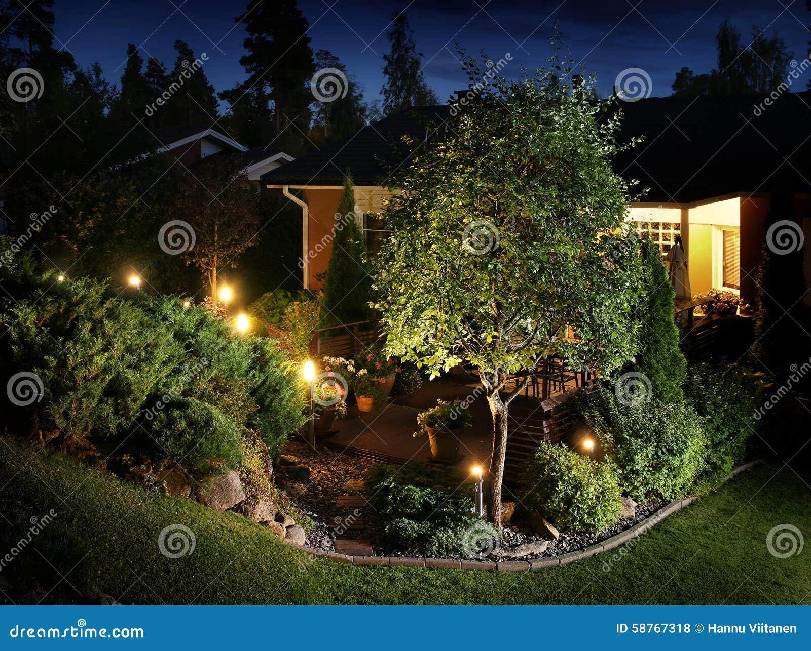 Il giardino accende l illuminazione fotografia stock immagine di