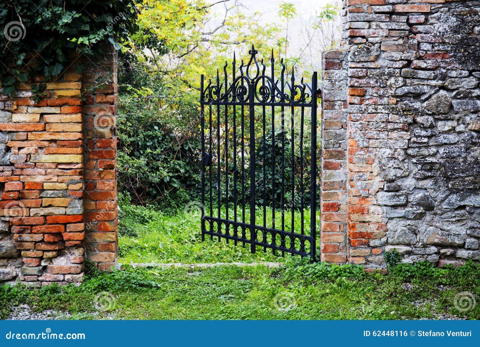 Il Giardino Segreto Del Castello Fotografia Stock