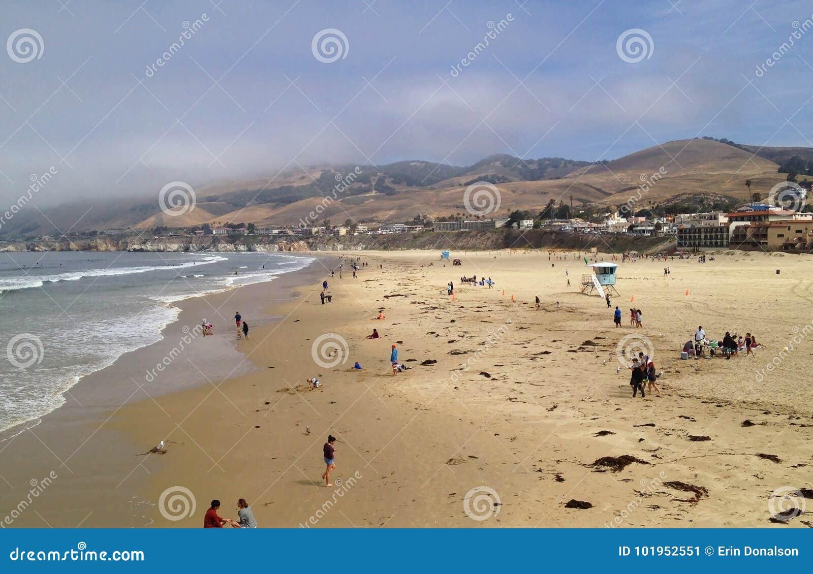 Il giorno comincia alla spiaggia la California di Pismo