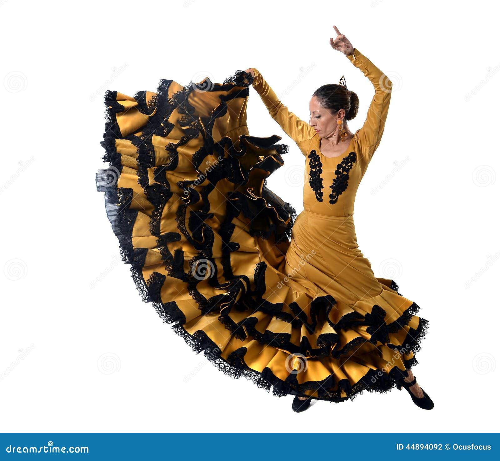 La giovane donna spagnola che balla Sevillanas che indossa l oro piega  tipico ed il nero ha munito il vestito di coda dall abito nel ballo  tradizionale di ... 426d236d49b
