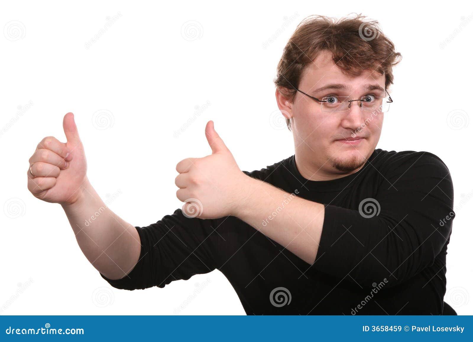 Il giovane mostra i gesti
