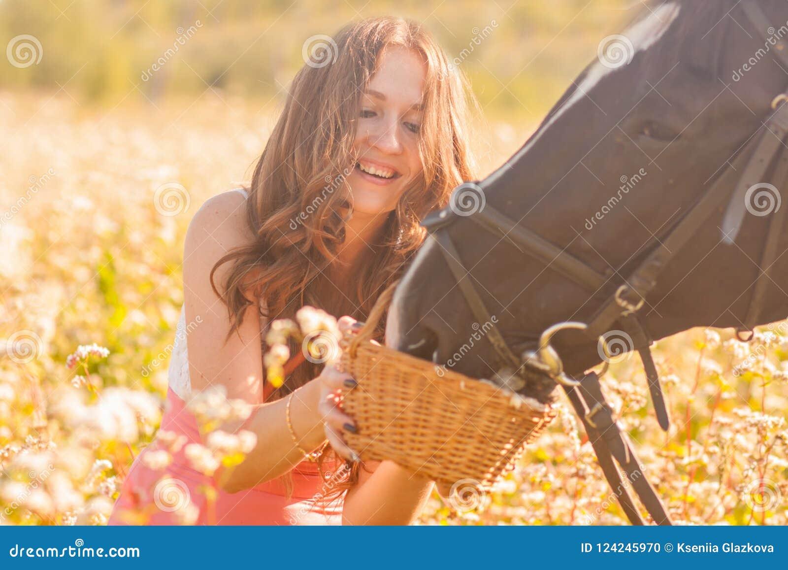 Il horse& x27; stallone di s Bella ragazza con