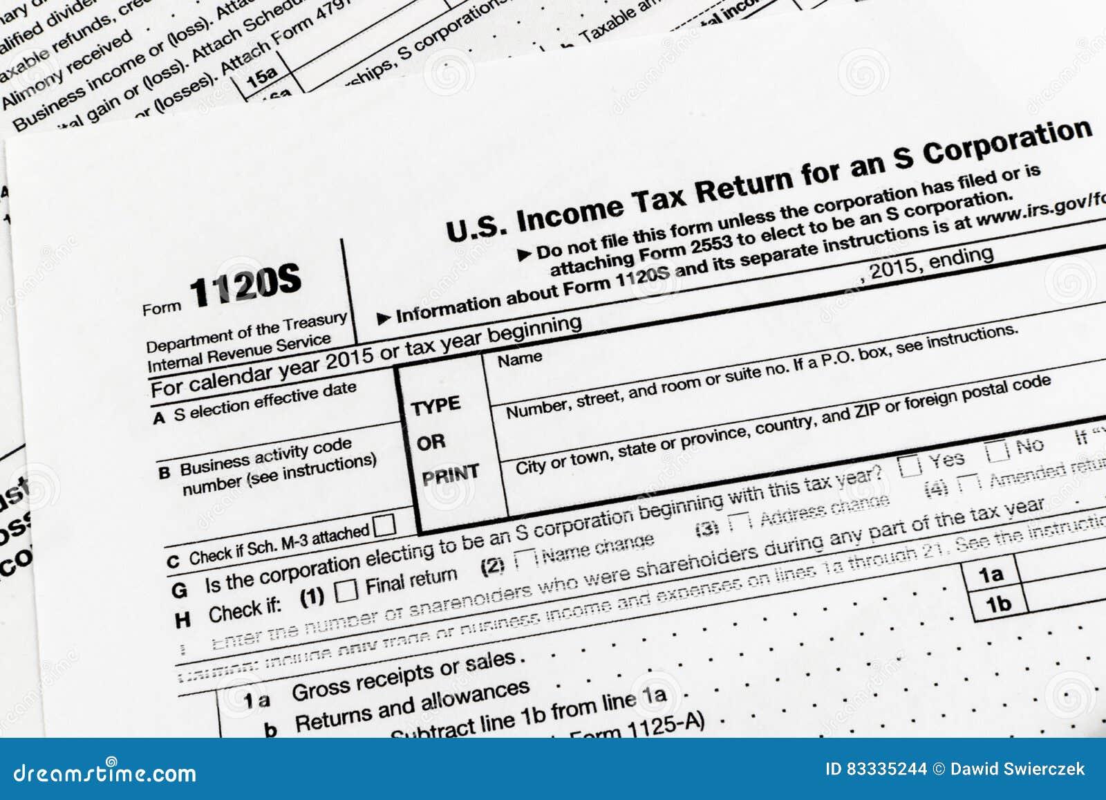 Il IRS forma la dichiarazione dei redditi di 1120S Small Corporation