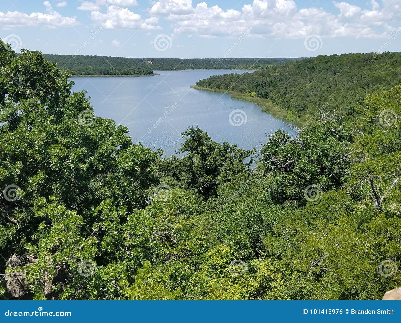 Il lago Mineralwells scenico trascura