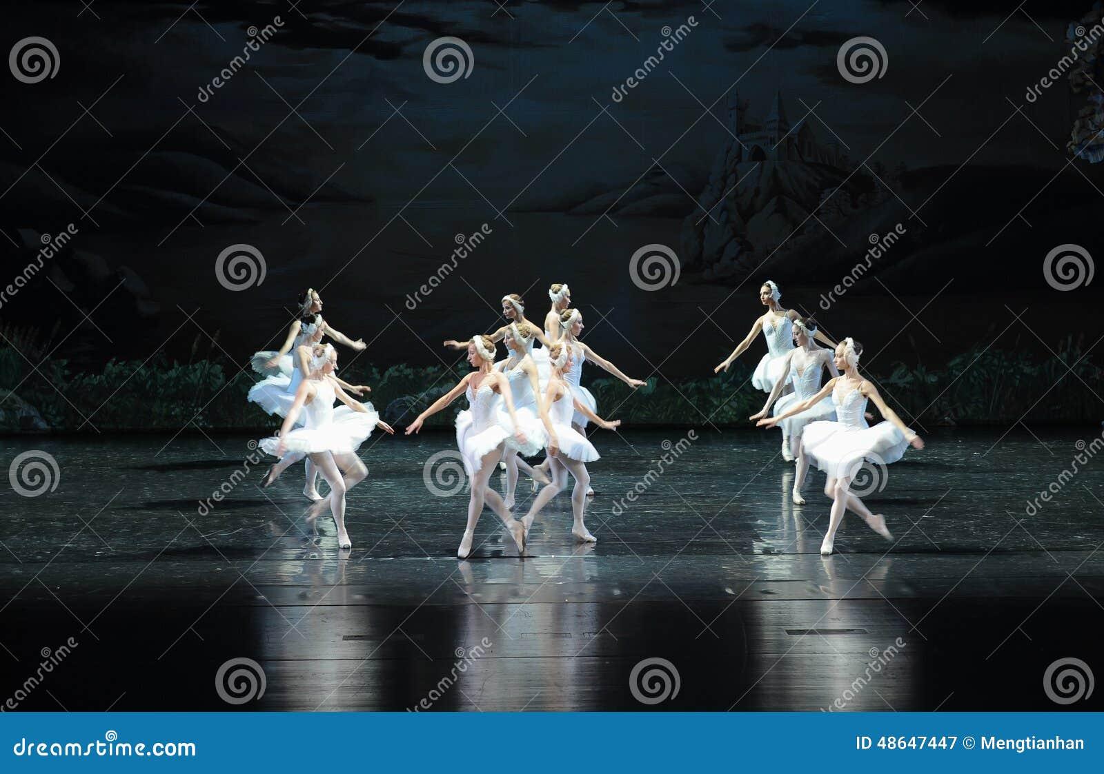 Il lago swan di famiglia-balletto del cigno