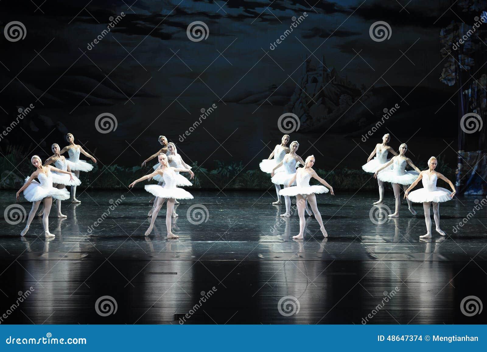Il lago swan di Tribù-balletto del cigno