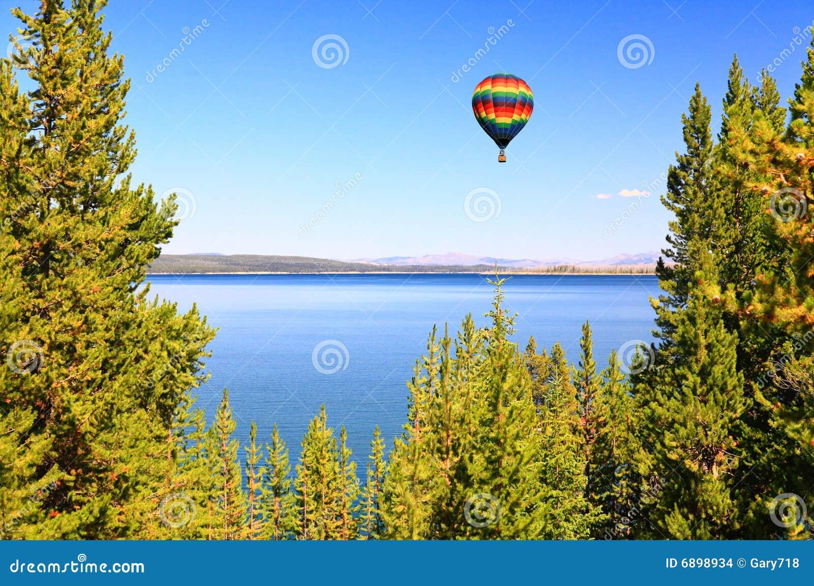 Il lago Yellowstone nel Yellowstone