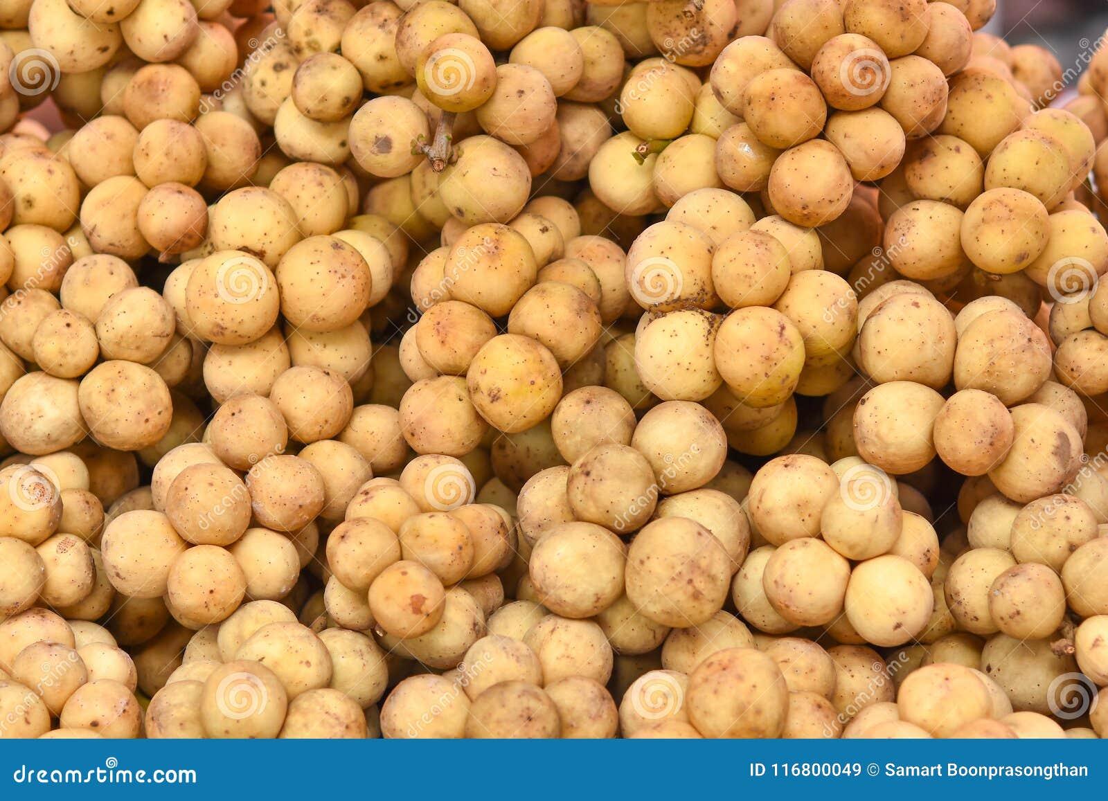 Il lansium domesticum o Longkong è i frutti tropicali tailandesi