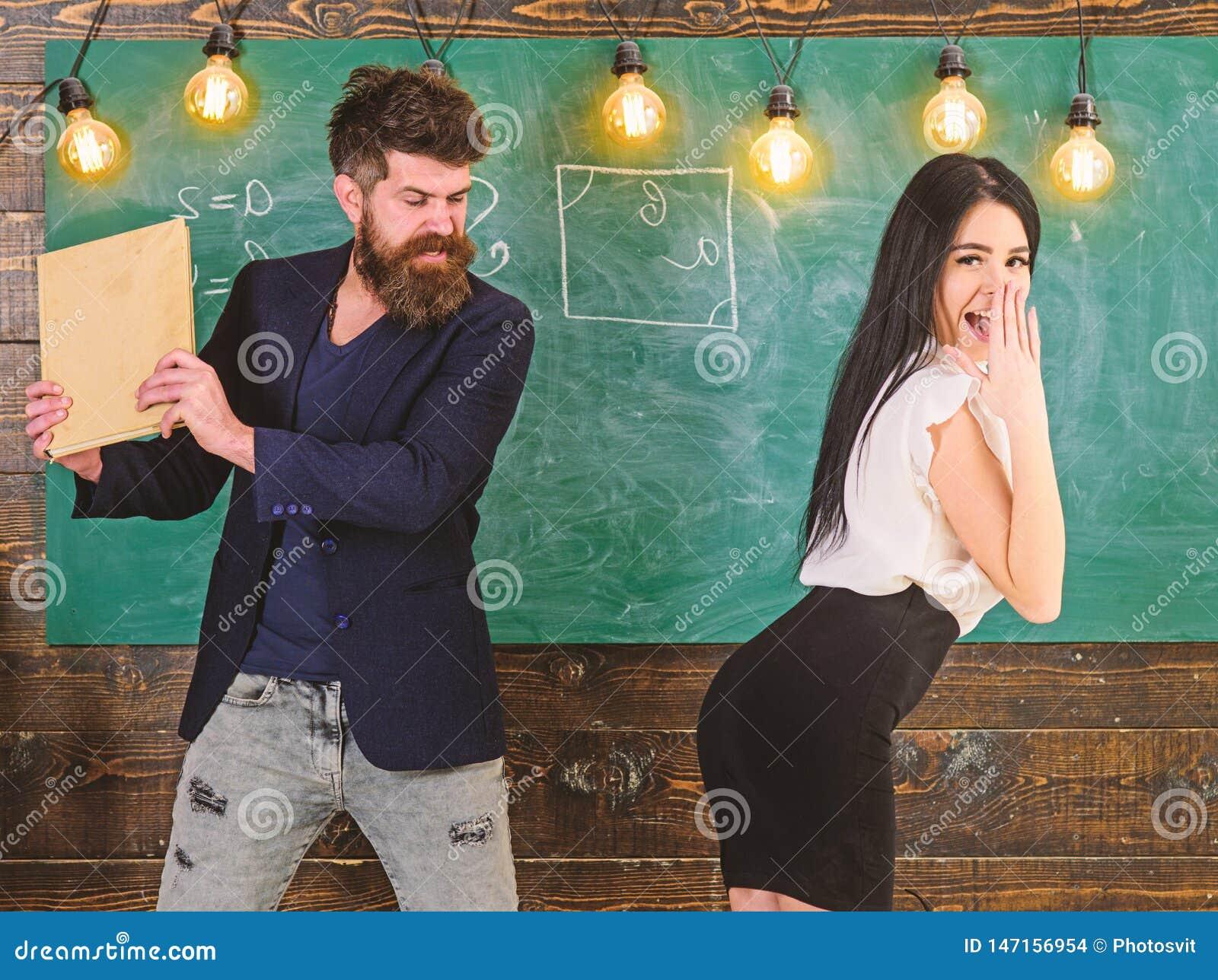Il Maestro Punisce Lo Studente Sexy Con Schiaffeggiare Sulle Sue Natiche Con Il Libro Ragazza Di ...
