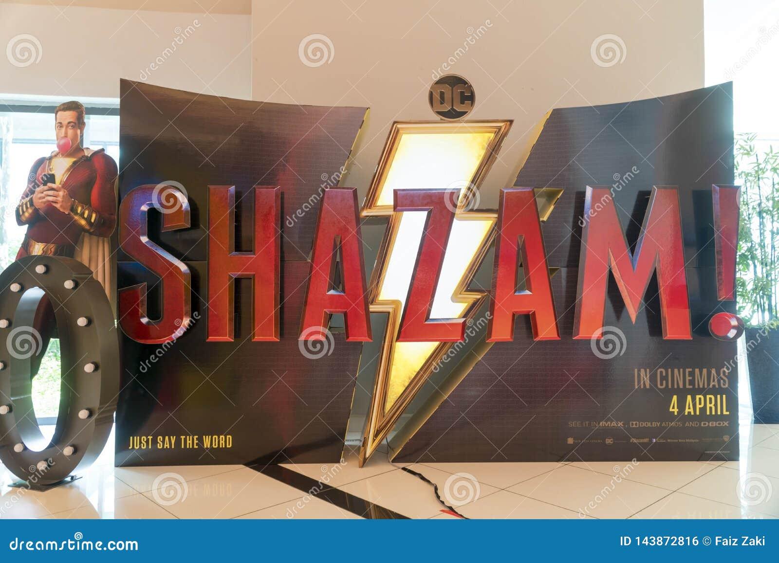 Il manifesto di film di Shazam, questo film è circa un bambino può trasformarsi nel supereroe adulto Shazam