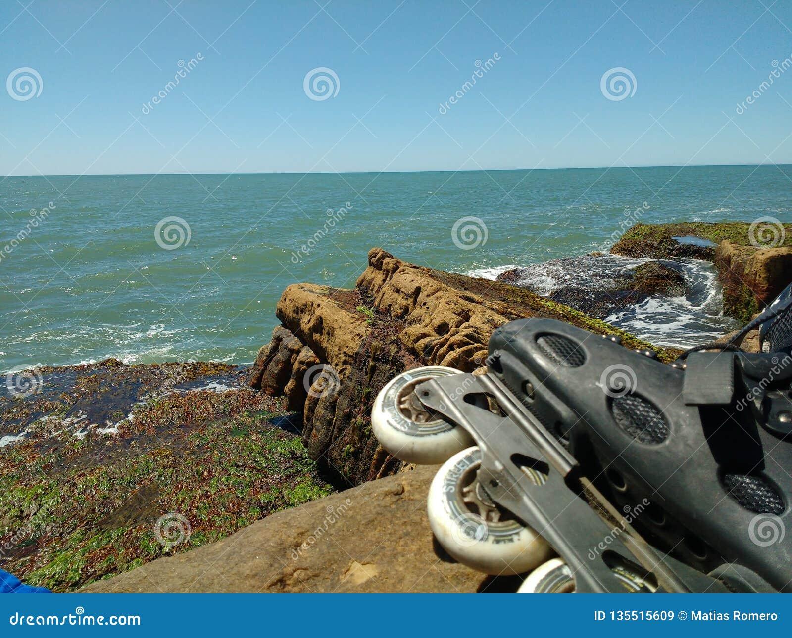 Il mare e le rocce