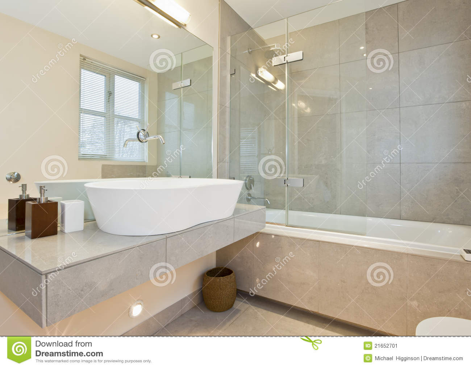Camere Da Bagno Moderne.Il Marmo Moderno Ha Coperto Di Tegoli La Stanza Da Bagno