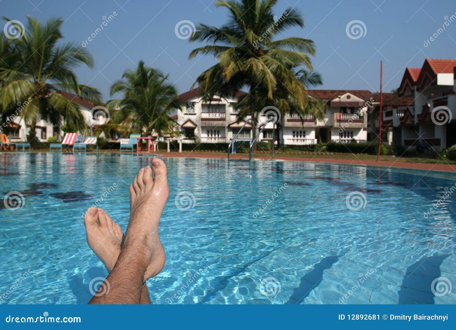Il maschio paga e piscina