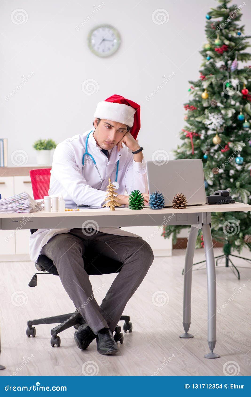 Il medico sullo spostamento sulla notte di Natale